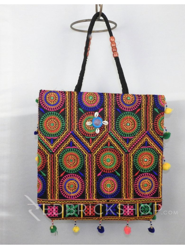 CIRCLE POMPOM BLACK KUTCHI JHOLA BAG