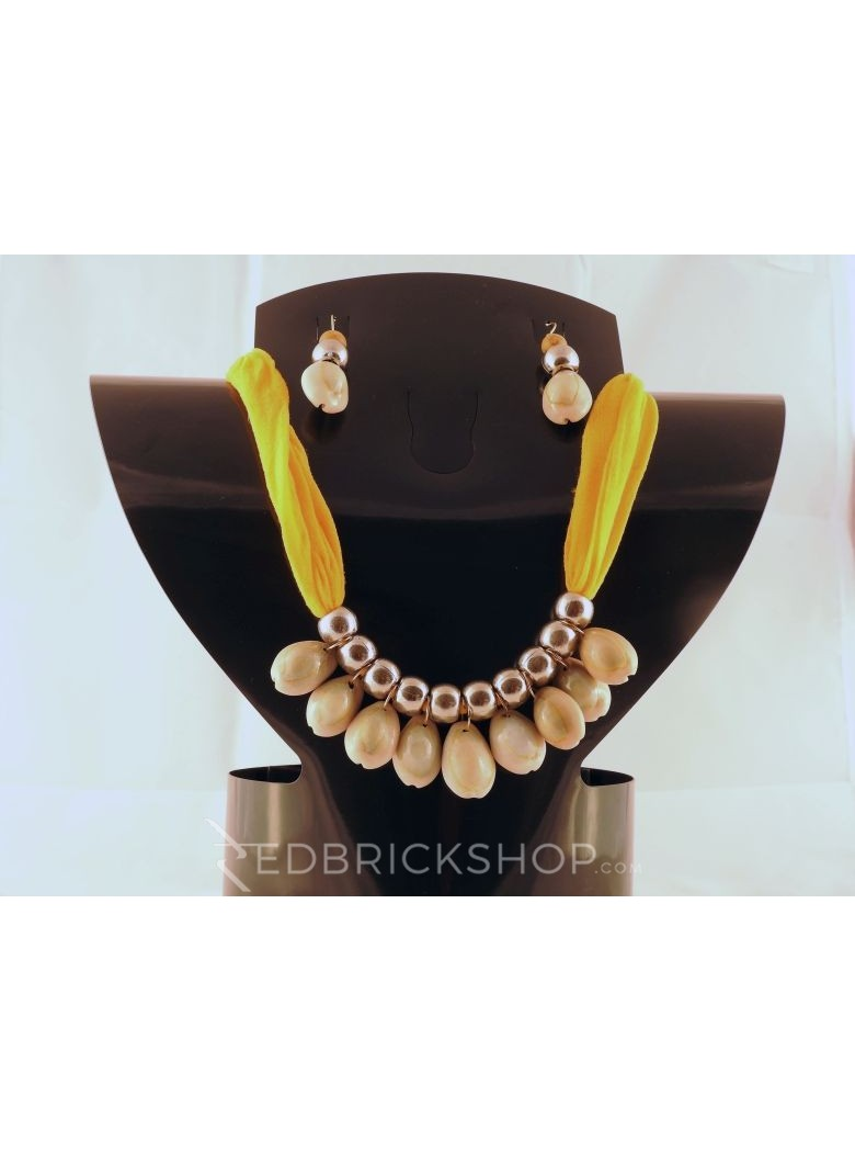 COWRIE SHELL YELLOW SILVER BEAD SET