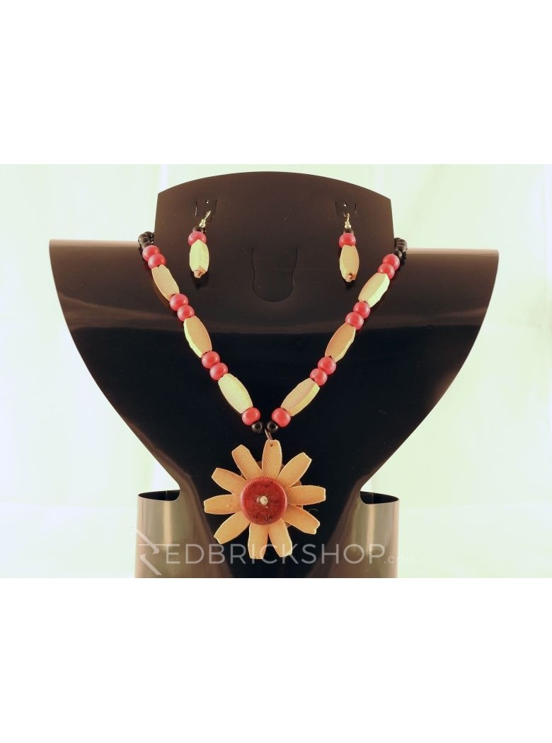 WOODEN FUCHSIA BLACK CREAM BEAD SET