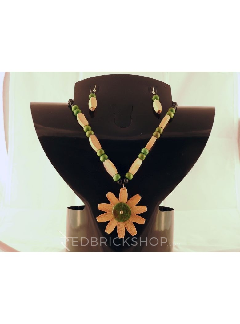WOODEN GREEN BLACK CREAM BEAD SET