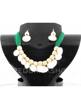 SEA SHELL WOODEN BEAD GREEN, BEIGE CHOKER SET