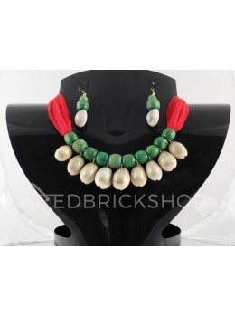 COWRIE SHELL WOODEN BEAD RED, GREEN CHOKER SET