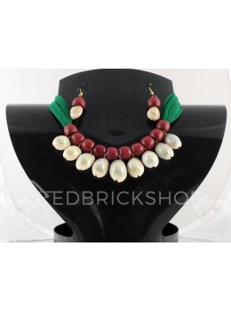COWRIE SHELL WOODEN BEAD GREEN, MAROON CHOKER SET