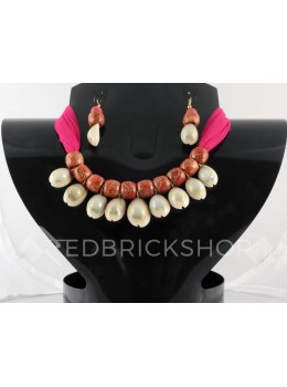 COWRIE SHELL WOODEN BEAD MAGENTA, RUST CHOKER SET